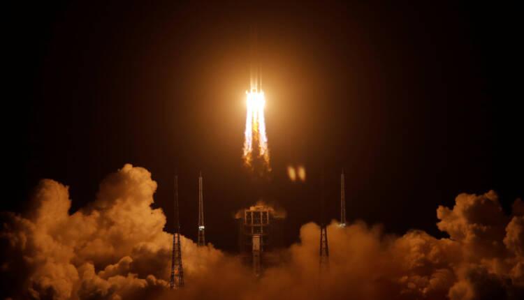 فضاپیمای چانگ ای-5 برای نمونه برداری به کره ماه فرستاده شد