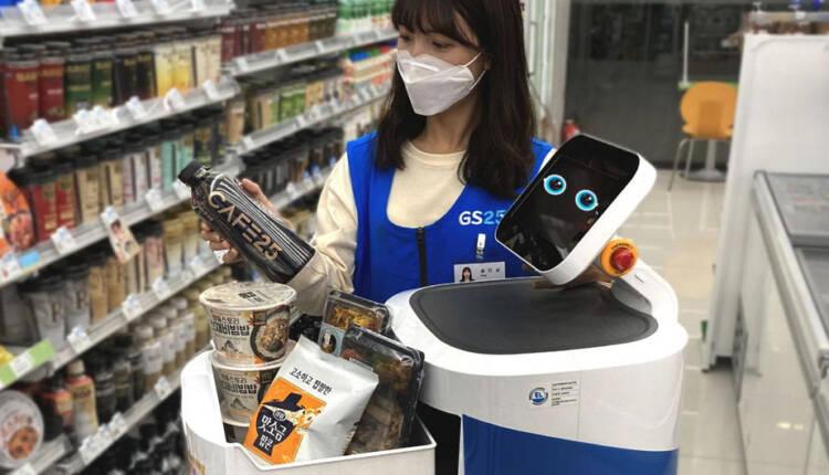 روبات های Cloi Servebot مسئول تحویل کالاها به مشتریان می شوند