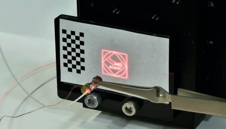 میکرو ربات لیزری ضریب دقت جراحی را بالا می برد