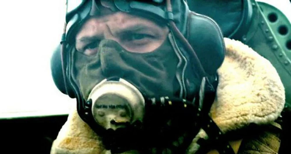 تام هاردی با ماسک
