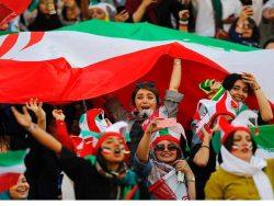 زنان ورزشگاه آزادی بازی ایران - کره جنوبی
